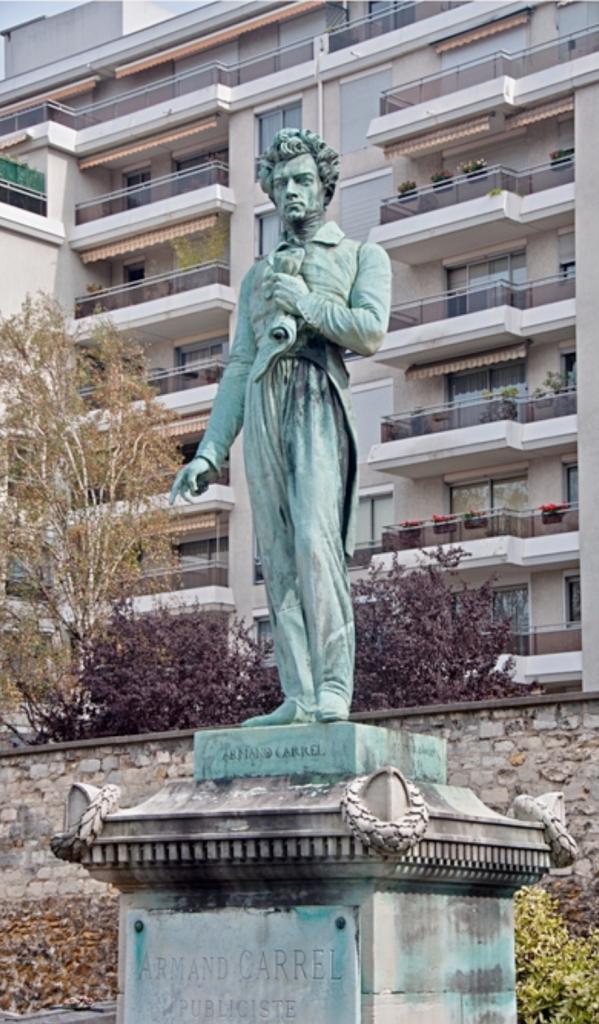 Tombe d'Armand Carrel, surmontée d'une statue de bronze, œuvre de David d'Angers.