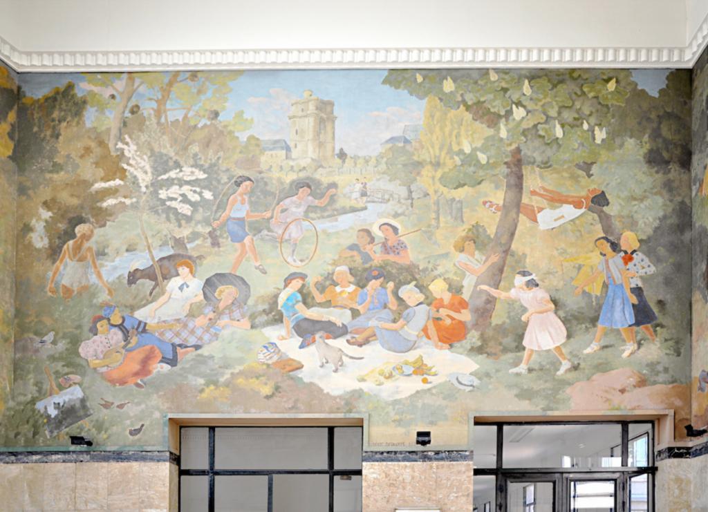 Lycée Hélène Boucher, Cours de Vincennes 75020 Fresque, de pique-nique au Bois de Vincennes. Œuvre de Frédéric Deshayes